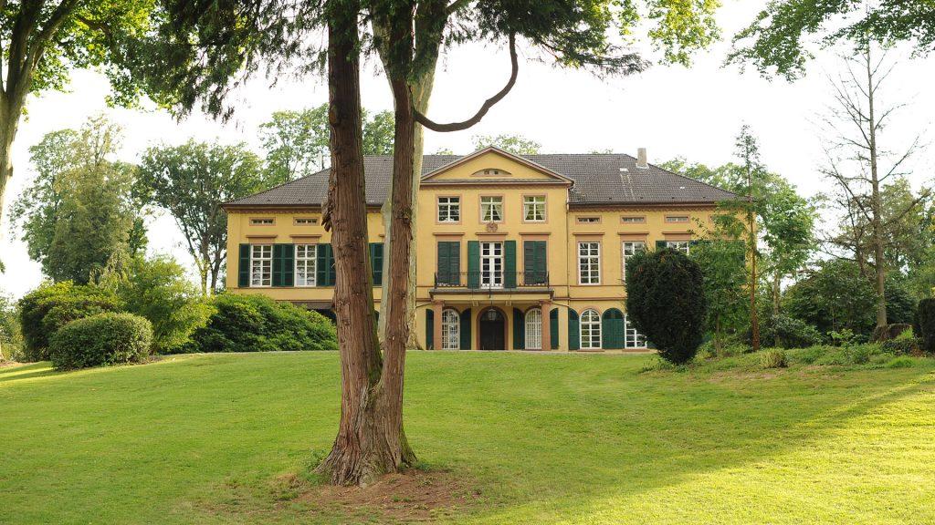 Schloss auf dem Gutshof Unterbessenbach